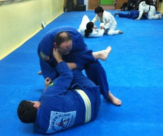Drilling techniques in jiu-jitsu class